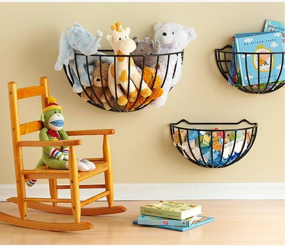 Ознакомиться с интересными идеями для хранения игрушек в детской комнате можно на просторах интернета