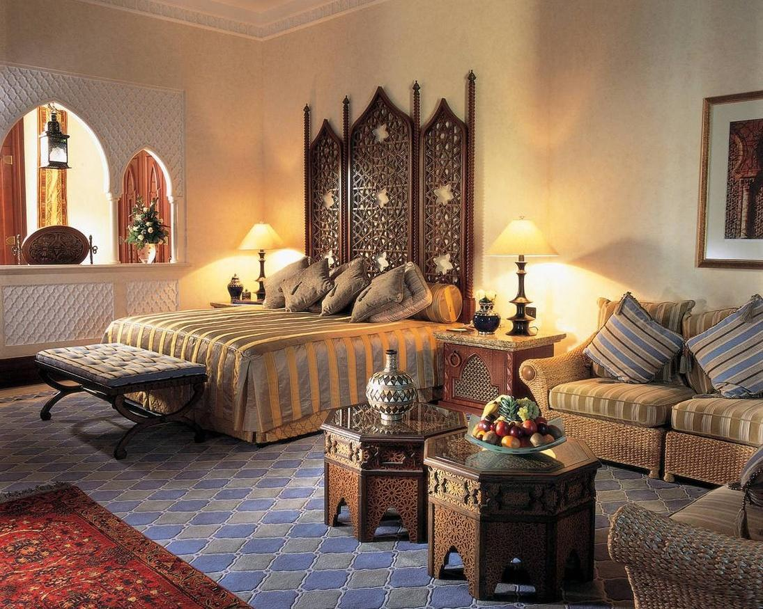 Предметы мебели в спальне в восточном стиле должны занимать лишь малую часть всего пространства