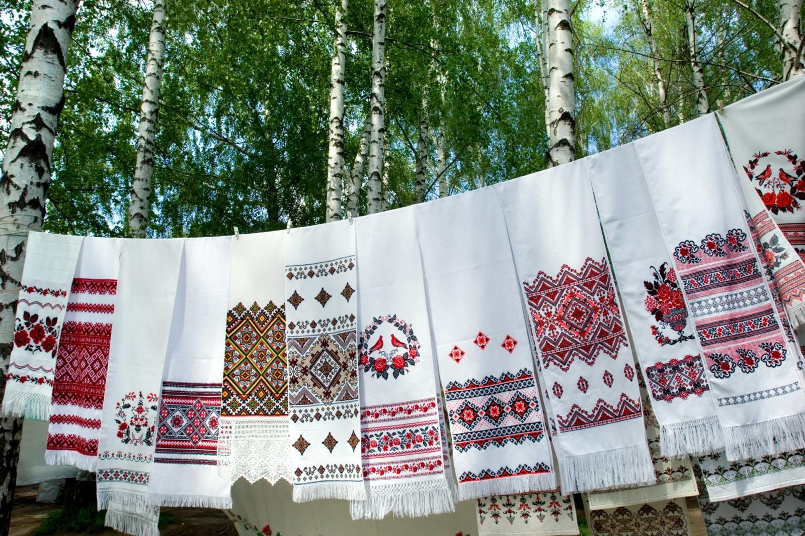 Прежде чем украшать различные изделия вышивкой, необходимо изучить историю создания орнамента, ведь зачастую узоры имеют свой особый сакральный смысл