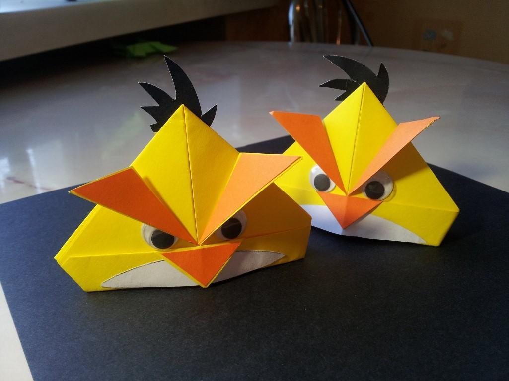 Быстро и легко смастерить оригинальных объемных птиц из бумаги можно при помощи техники оригами