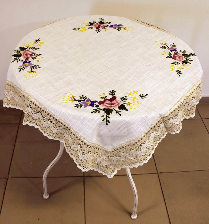 Льняная скатерть – характерный для прованса элемент декора