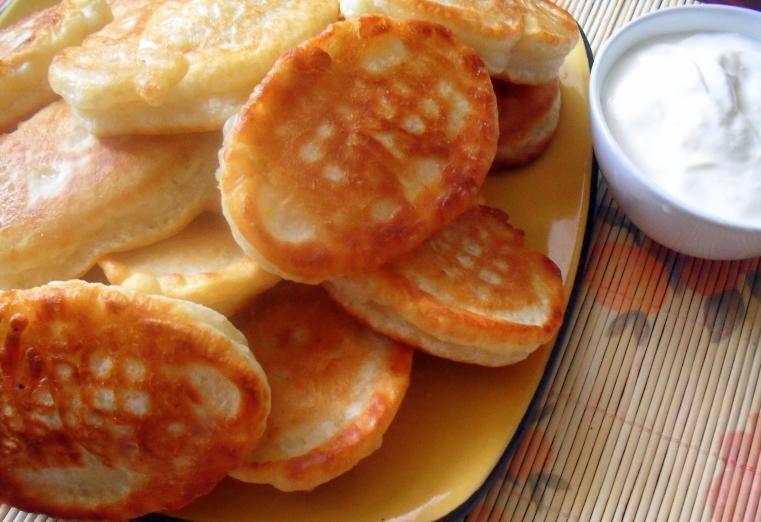 Оладушки как у бабушки: оладьи на кефире, рецепт вкусных самых на молоке