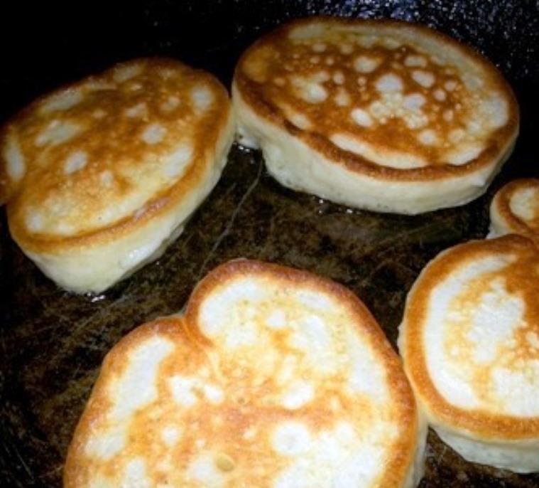 Дрожжевые оладьи на кефире: на дрожжах сухих рецепт, оладушки и фото теста, как приготовить вкусные и сделать простые