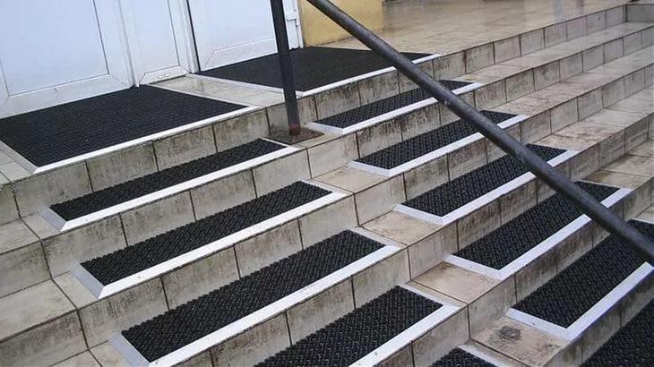 Покрытие для ступеней лестницы на улице