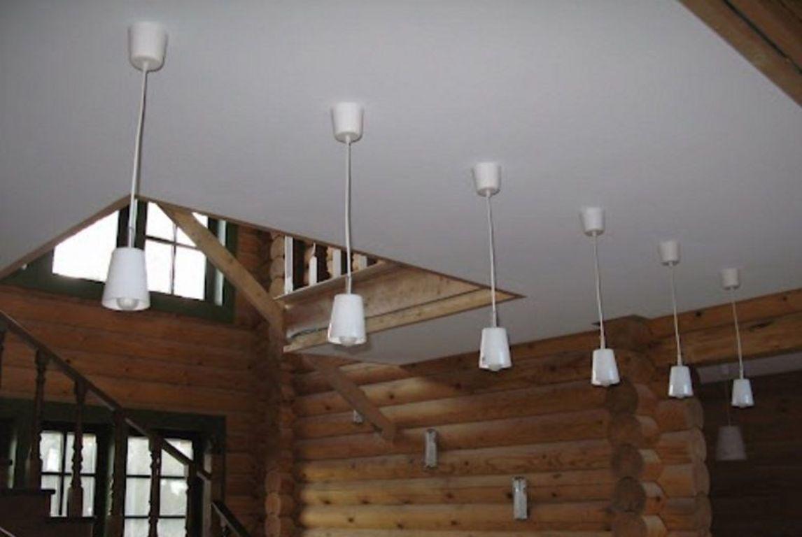 Для того чтобы потолок получился красивым и ровным, необходимо правильно выполнить все монтажные работы