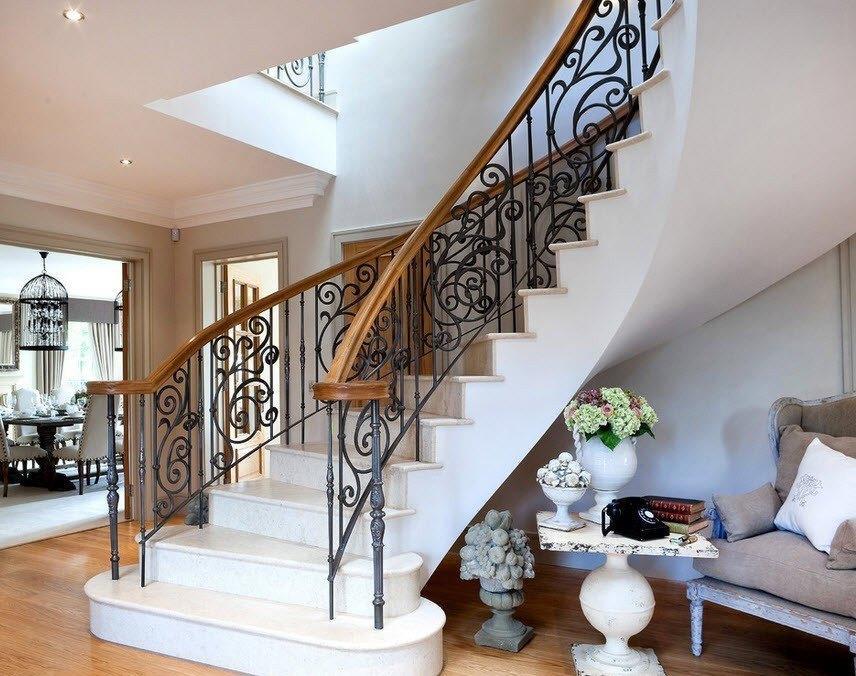 Установить недорогую винтовую лестницу можно своими руками, главное — ознакомиться со всеми нюансами этого процесса