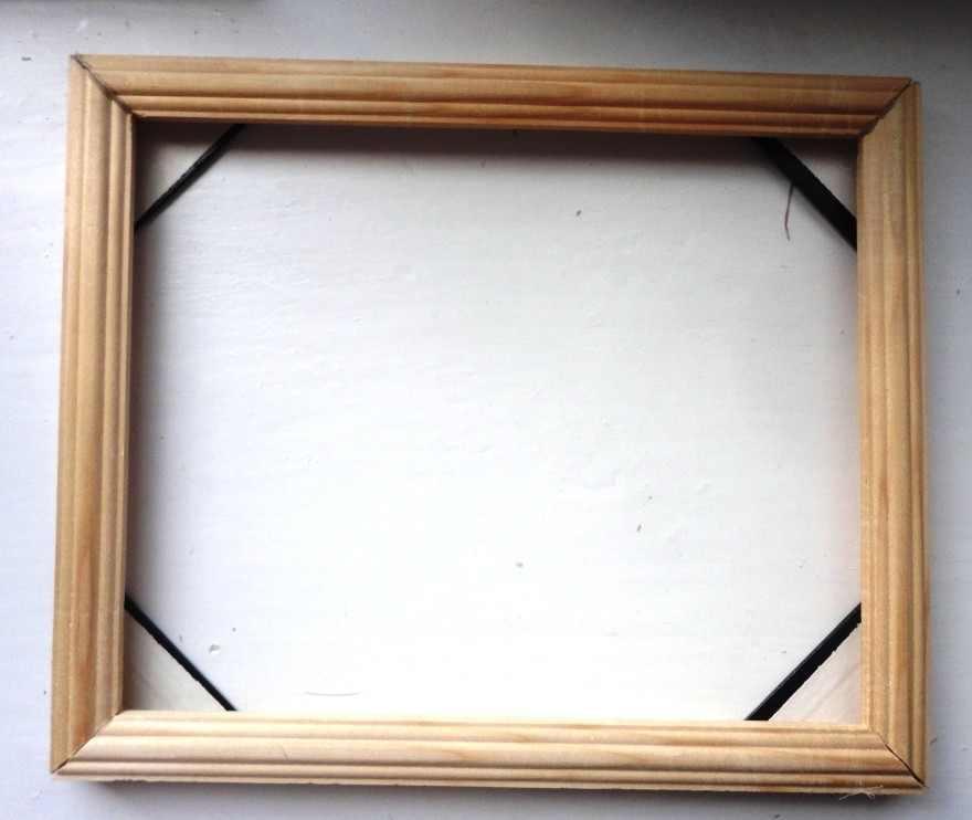 В качестве каркаса для панно можно использовать обычную деревянную рамку для картин