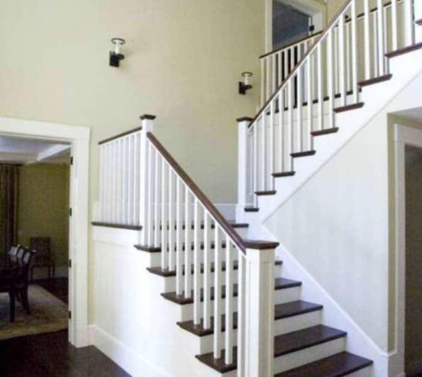 Если вам нужна красивая и легкая конструкция, тогда отличным вариантом станет лестница в стиле прованс