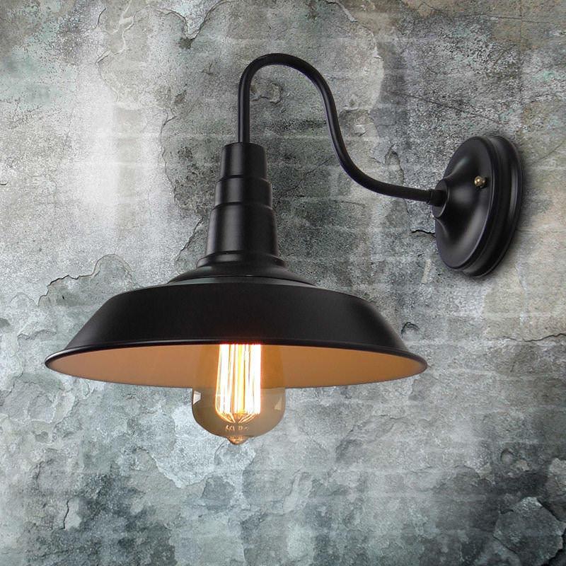 Обильное использование осветительных приборов и грамотная их сочетаемость – характерные черты стиля