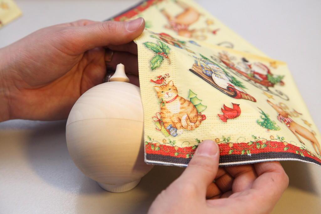 Для того чтобы быстро и правильно приклеить салфетку на изделие, необходимо тщательно ознакомиться с инструкцией для начинающих