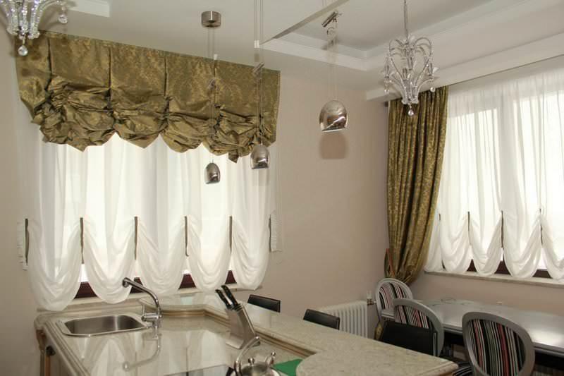 Австрийские шторы по стилю очень схожи с французскими, однако требуют меньшее количество ткани