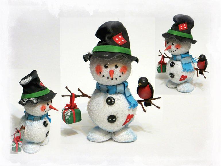 Маленький снеговичок из фоамирана делается очень просто