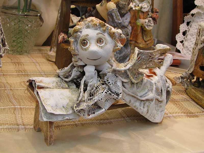 В смесь с папье-маше можно добавить шпаклевку: кукла будет более прочной