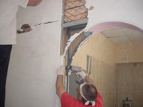 Плохо закрепленный профиль может в дальнейшем сказаться трещинами и потребует ремонта