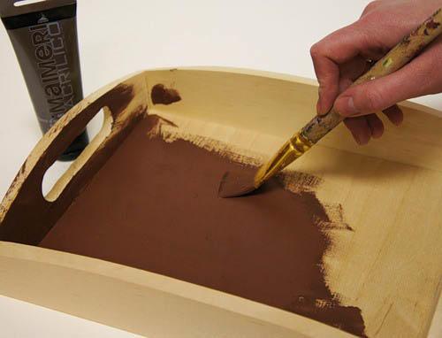 Довольно радикальный способ - покраска старой мебели в новый оттенок