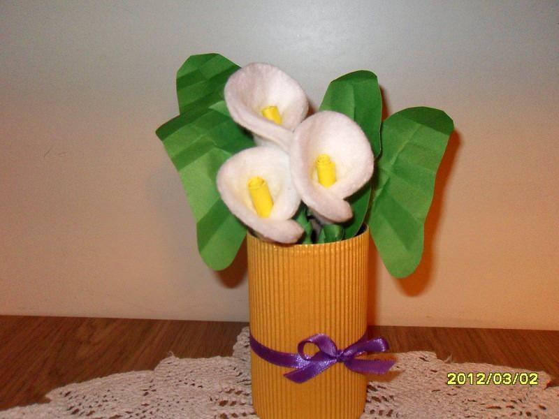 Ватные диски можно использовать для составлений весенних букетов и прочих флористических композиций