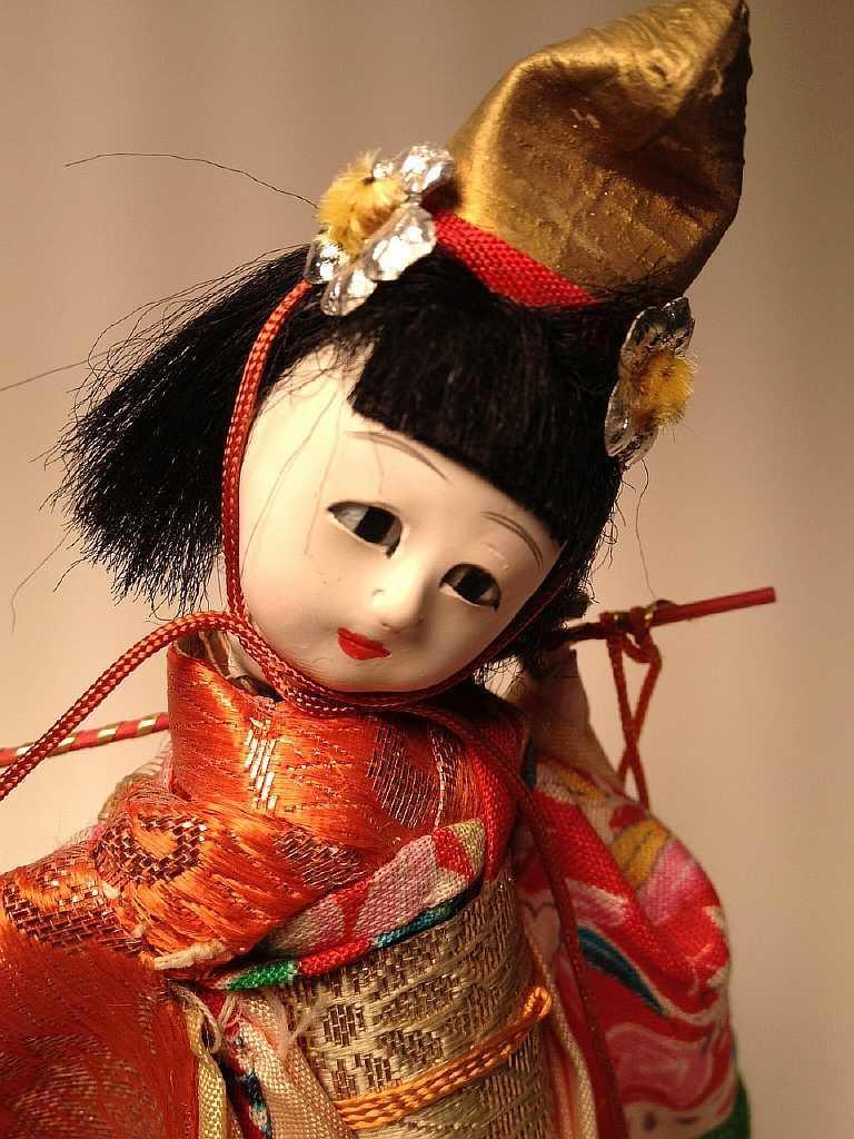 Мастер вкладывает душу в каждое свое произведение. Лучше научиться самостоятельно создавать куклы: они даже могут стать оберегом на каждый день