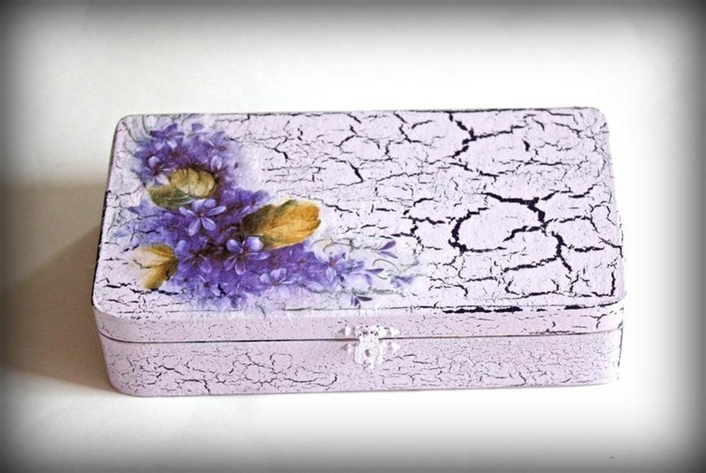 Трещинки в кракелюре являются полноценной имитацией старинной вещи