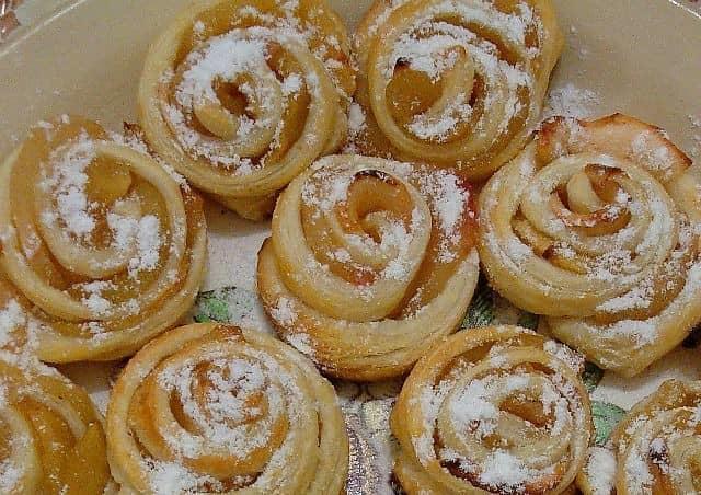 """Такие булочки """"розочки"""" готовятся очень быстро, порадуйте своих детей сладостями к чаю"""