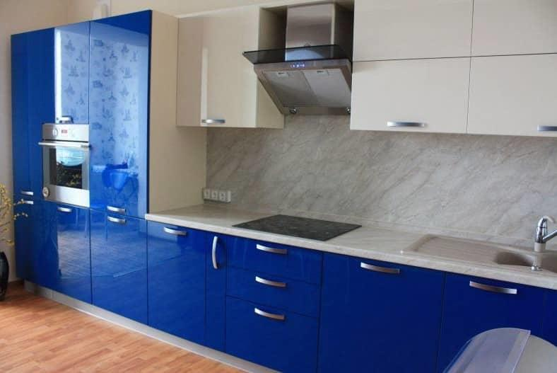 Нет ничего более оригинального и роскошного, чем вид глянцевых фасадов на кухне