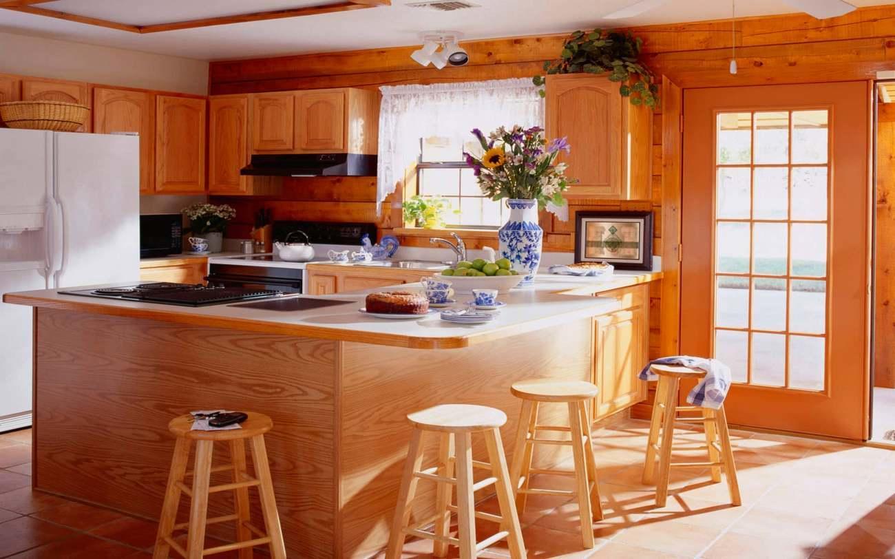 Как и в любой жилой постройке, в деревянном доме особое место занимает кухня