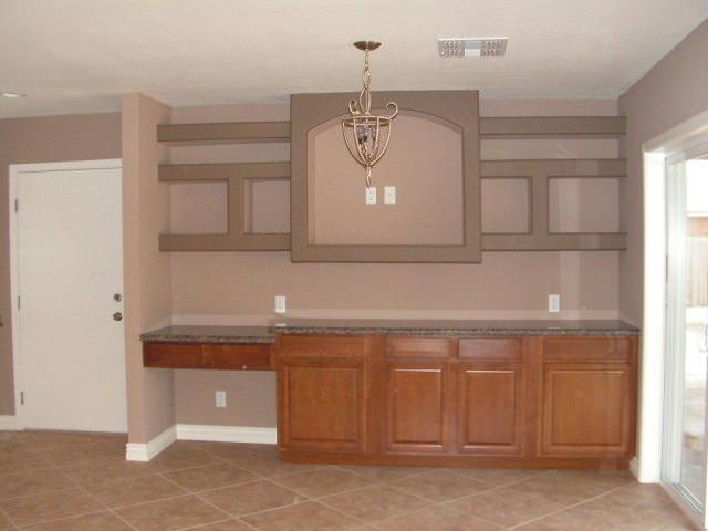Гипсокартонная конструкция может полностью заменить собой верхние модули кухонного гарнитура