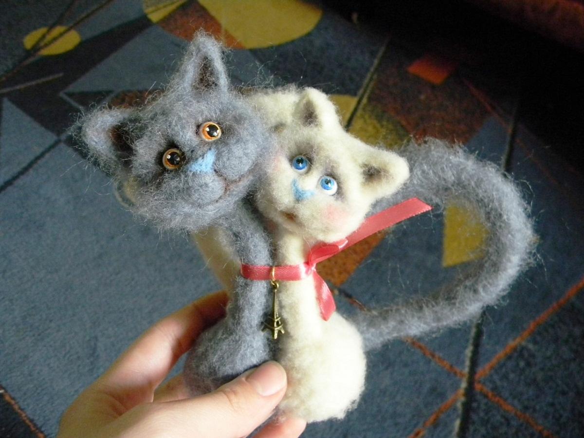 Валяные котята из шерсти являются отличным подарком на любой праздник
