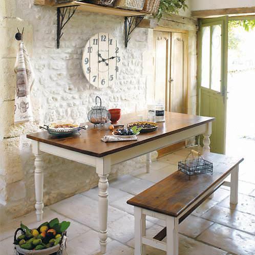 Традиционная мебель французской кухни подобна скульптуре - она словно сделана из камня