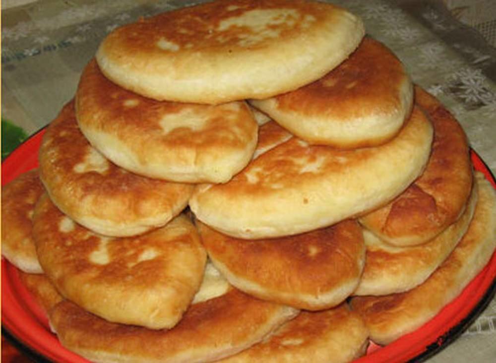 Жареные пирожки - это отличный вариант для перекуса или пикника