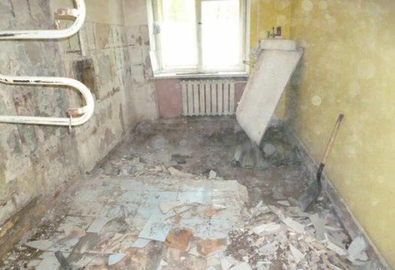 Перед началом капитального ремонта, производится демонтаж старых покрытий