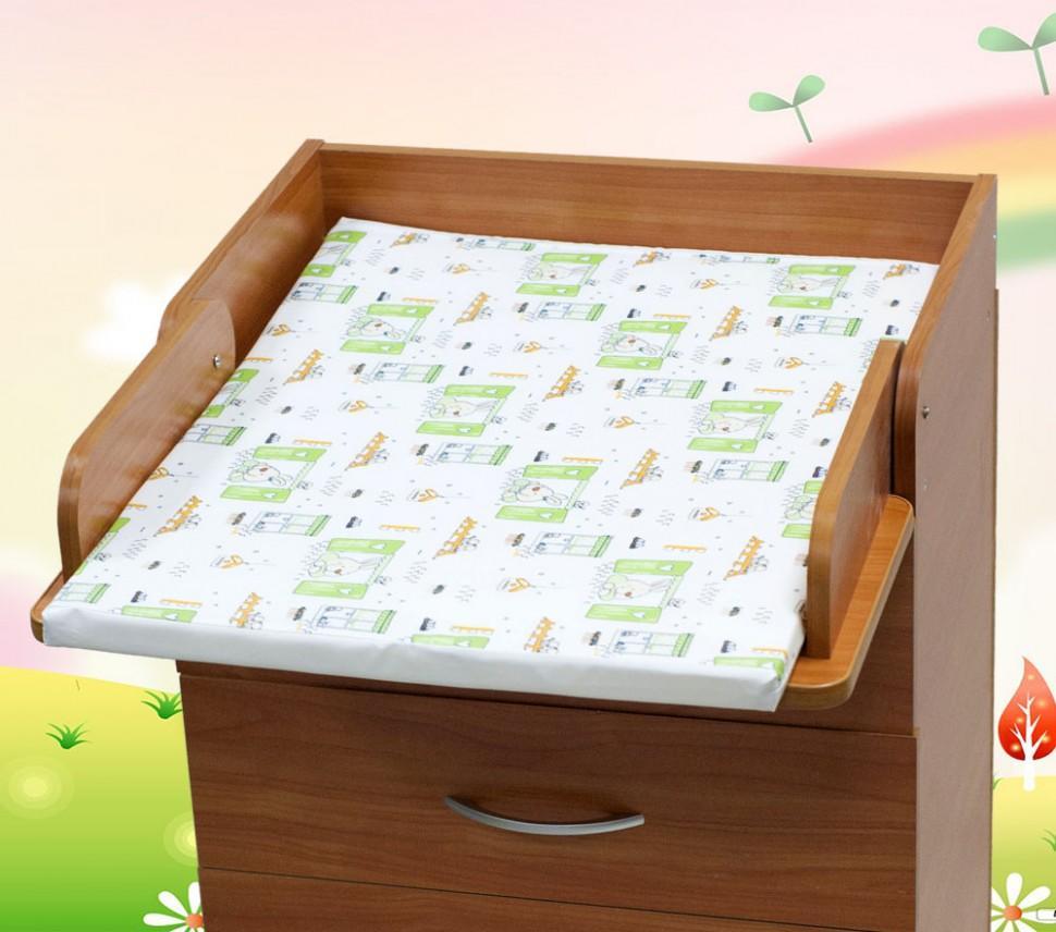 При выборе матраса для пеленального столика в обязательном порядке нужно учитывать его размеры, качество и материал, из которого он изготовлен