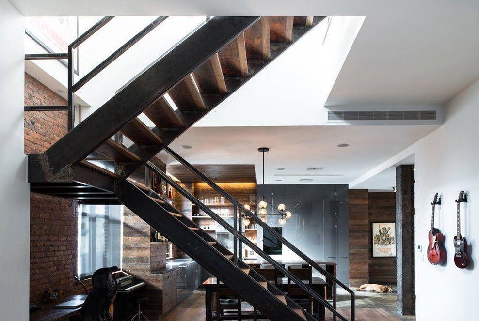 Лестница в стиле лофт, как правило, характеризуется открытой конструкцией и отличным естественным освещением