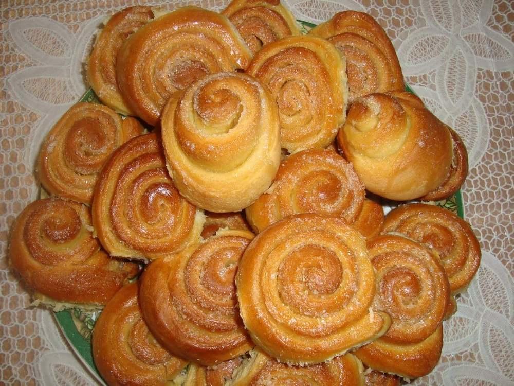 Булочки с сахаром готовятся очень быстро, каждая хозяйка сможет их сделать