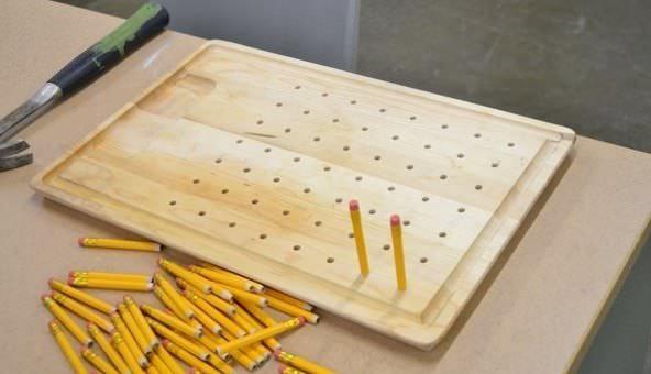 Наполовину исписанные карандаши могут послужить материалом для изготовления неординарной сушилки