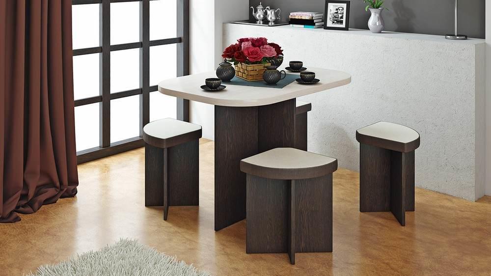 Стол и табуреты должны быть выполнены в едином ансамбле или стилистическом направлении