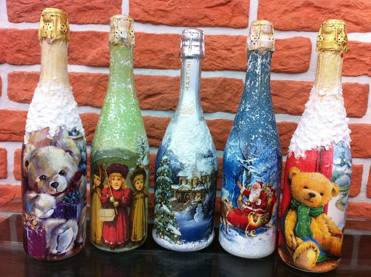 Для декупажа бутылки стоит выбирать многослойные салфетки