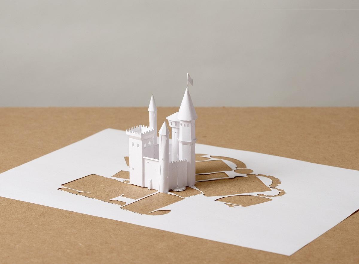 В продаже имеются различные шаблоны для создания замка из бумаги, отличающиеся по размерам, форме и цвету