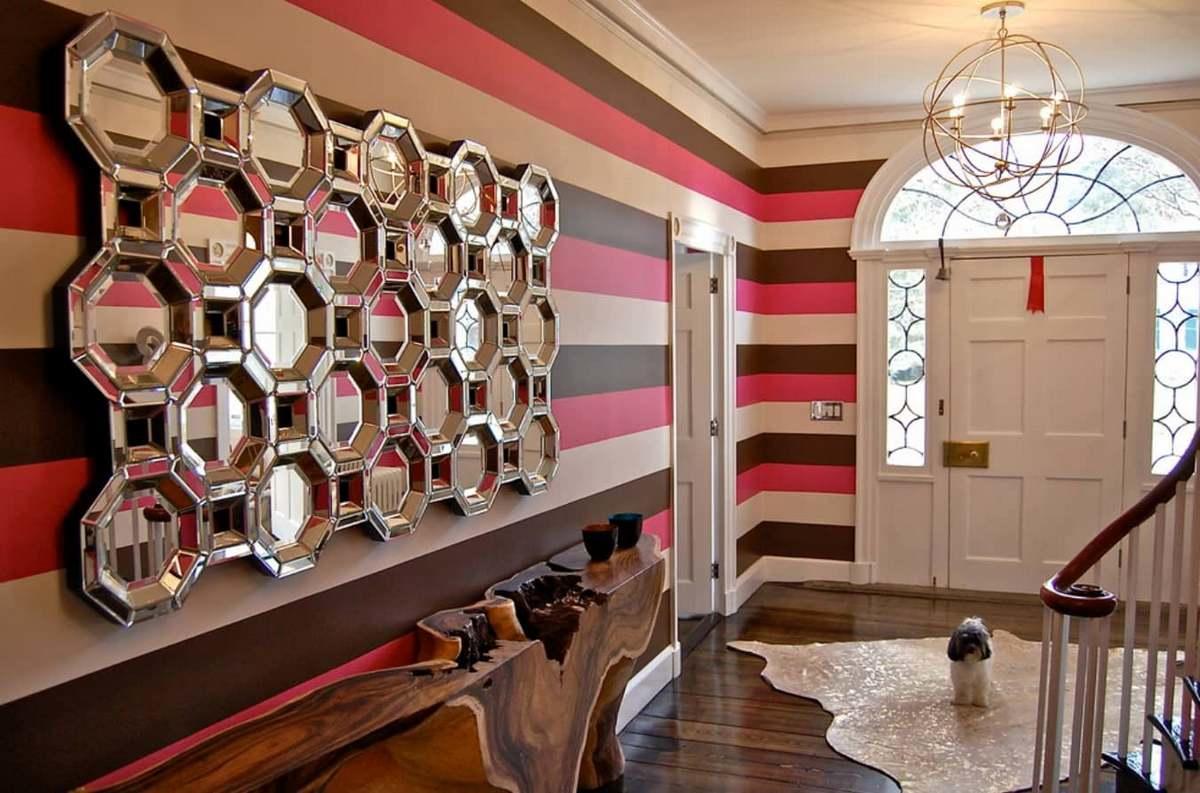 Планировать оригинальное сочетание обоев в одной комнате довольно тяжело, поэтому многие дизайнеры советуют выбирать обои с одинаковыми элементами декора
