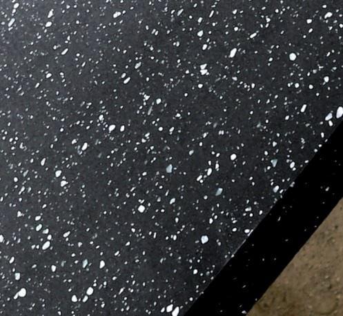 Если не хотите, чтобы столешница была чисто черной, - добавьте в смесь крошенный белый камень