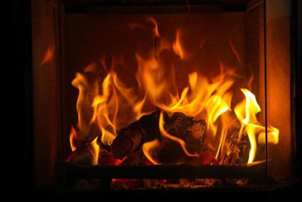 Существует несколько способов для создания искусственной имитации огня