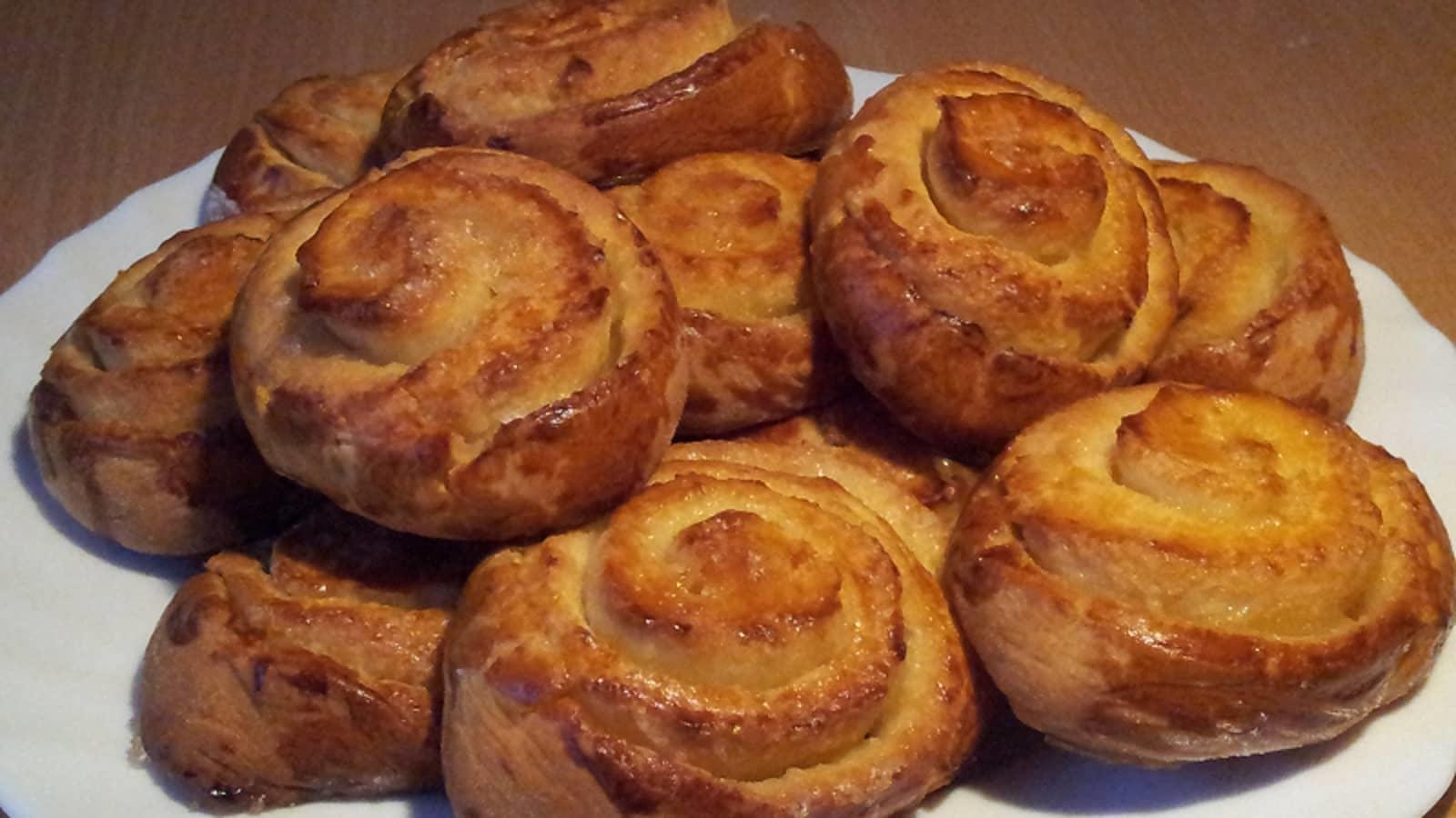 Рецепт сахарных булочек довольно прост, вы можете приготовить их вместе со своими детьми