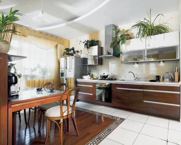 Кухня в частном доме, как правило, обаладает большим пространством и отличным освещением