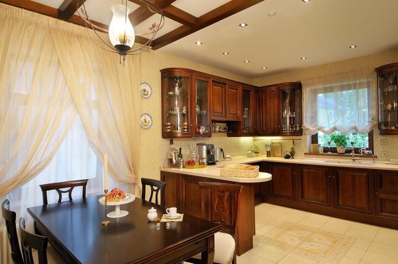Будущий интерьер кухни 12 кв м будет зависеть от геометрии помещения и его особенностей