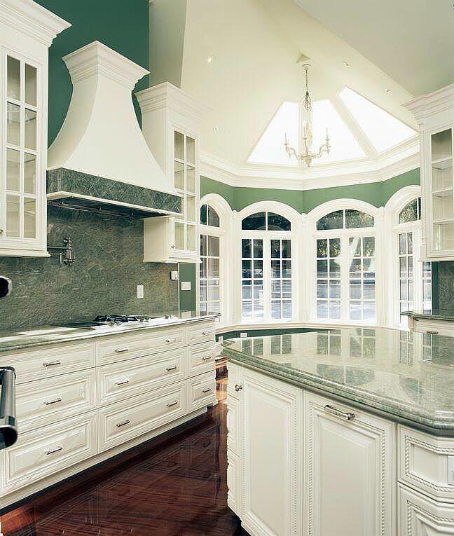 Белый цвет, как правило, является доминирующим во французской кухне