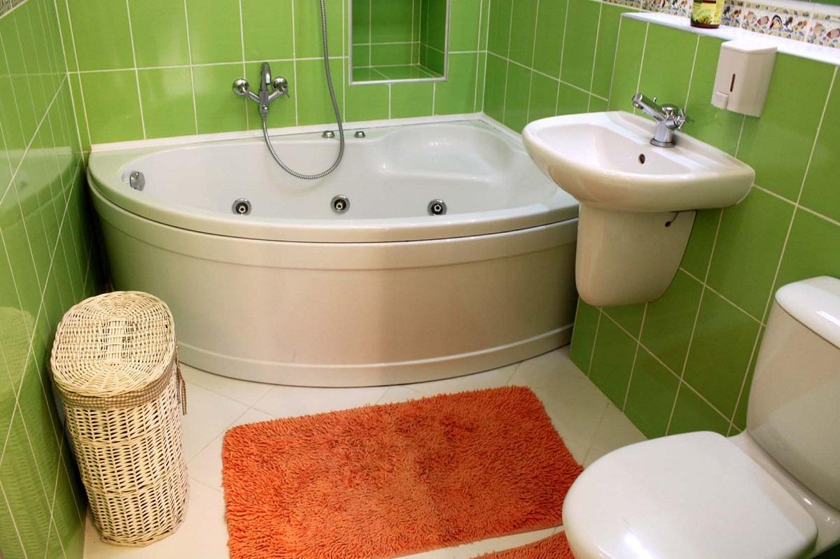Отличным решением является использование угловой ванной при недостаточном количестве свободного места