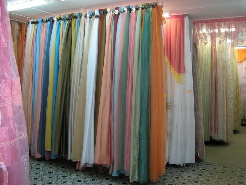 Любому пошиву гардины предшествует поход в магазин текстиля