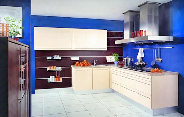 Белый гарнитур и темно-синий фартук - сочетание не частое, поэтому, выбрав такой вариант, ваша кухня станет уникальной в своем роде