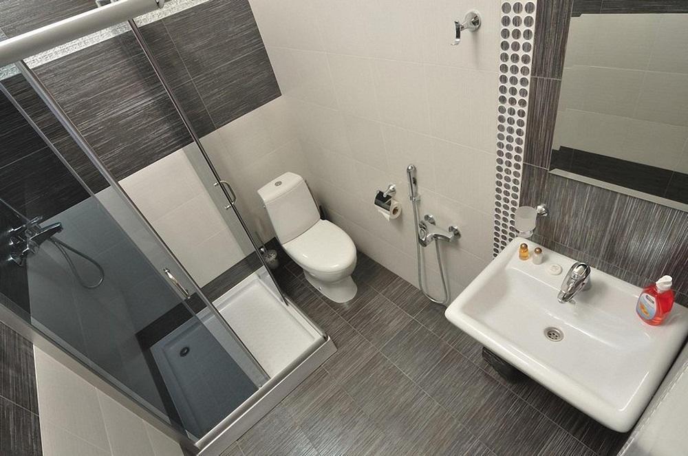 Если ванная комната небольшая, то при ее оформлении рекомендуется применять светлые оттенки