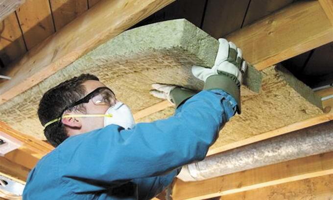 Как укладывать минвату на потолок