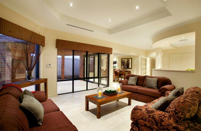 Какой стиль для вашего зала вы бы не выбрали, учтите, что в нем должны гармонично сочетаться мебель, предметы декора и цветовая гамма